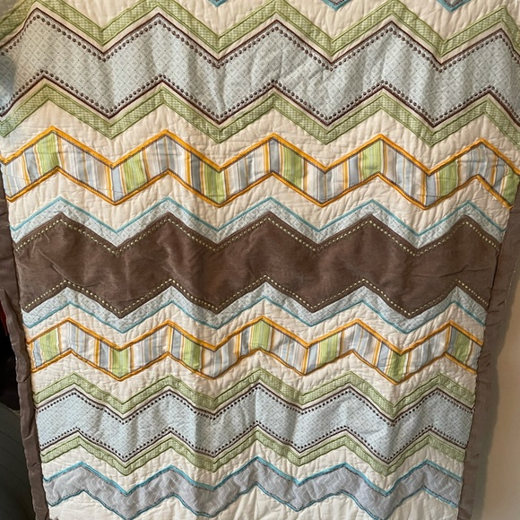 Colorful unisex baby quilt